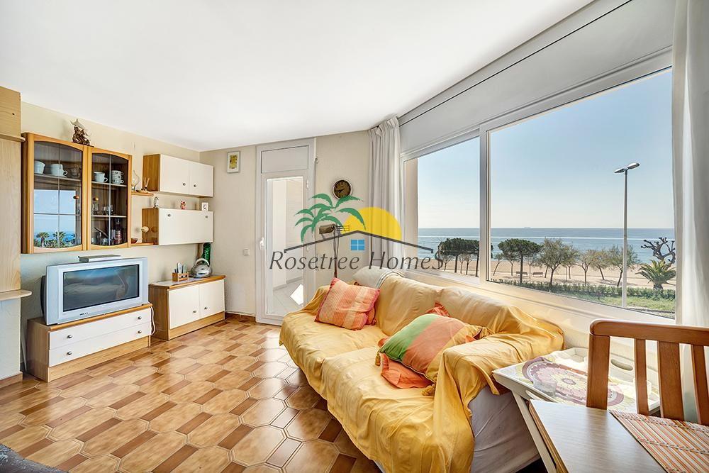 Merevaatega 3-toaline rannaäärne korter Costa Bravas